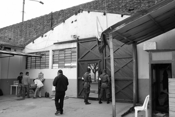 Photo. 5. Main entrance of the refuge for IDPs (May, 2009). L. Eslava.